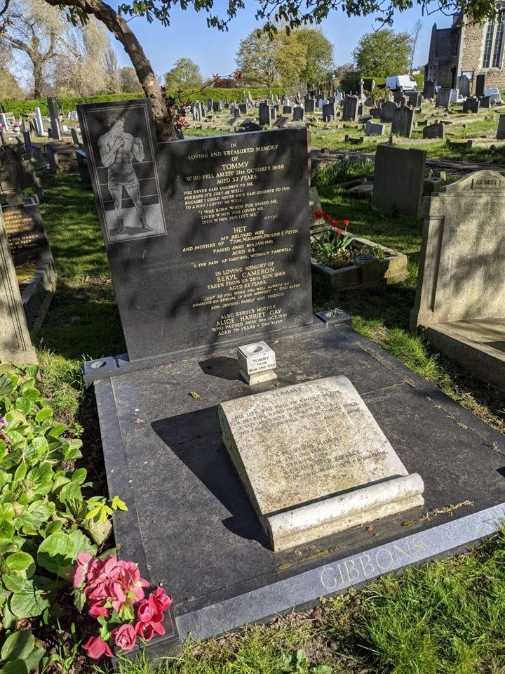Tommy and Beryl Gibbons grave at Camberwell New Cemetery